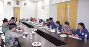 Mahasiswa Fakultas Ushuluddin dan Filsafat UINSA Surabaya saat berdiskusi dengan Pengurus DPW LDII Jatim